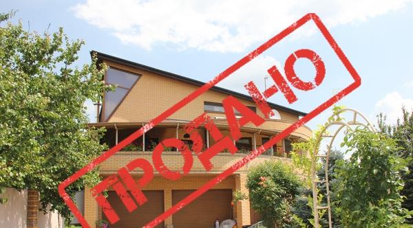 Продается элитный 3-этажный дом на берегу р.Самара, г. Новомосковск, ул. Шмидта, 12