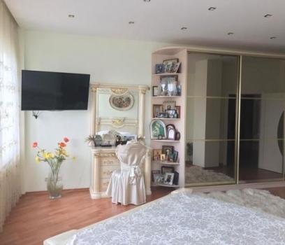 3 комнатная квартира в доме Крейнина на ул. Рогалева, 33