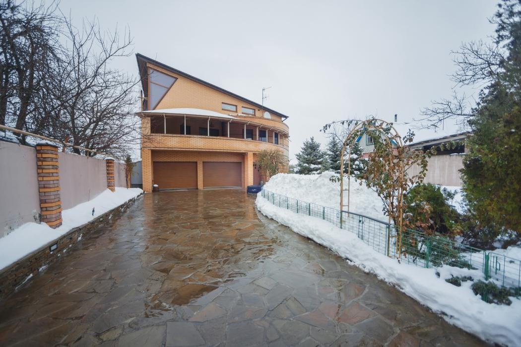 Продается элитный 3-этажный дом на берегу р.Самара, г. Новомосковск, ул. Шмидта, 12 - Фото 1