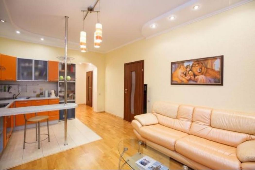 Продается 3 комнатная квартира по улице Баумана, 10 - Фото 1
